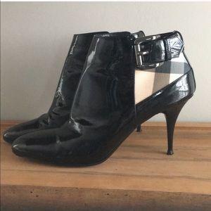 Vintage check Burberry booties w/side zip & buckle